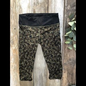 Lululemon Green Black Camo Capri Bottoms Workout